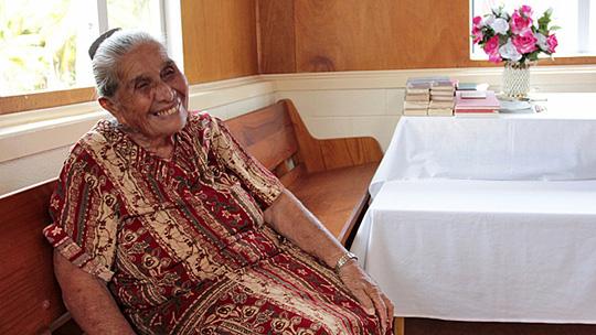 Cụ bà Mama Aka, người cao niên nhất đảo (92 tuổi). Ảnh: BBC
