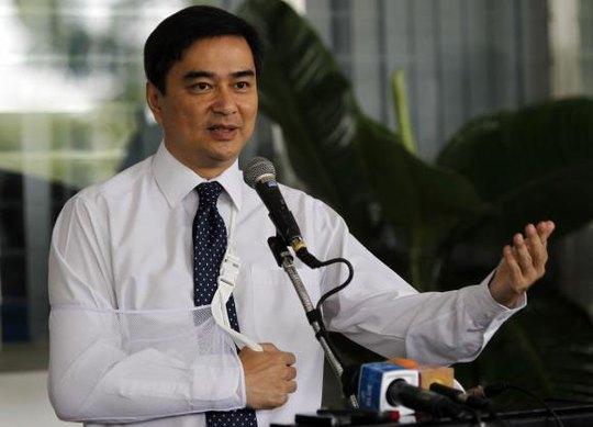 Ông Abisit tuyên bố sẽ không chạy đua bất cứ vị trí chính trị nào trong tương lai nếu kế hoạch của ông được thông qua. Ảnh: Reuters
