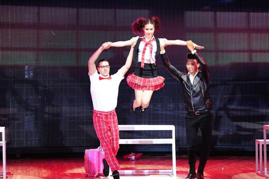 Diễm My và 2 bạn nhảy