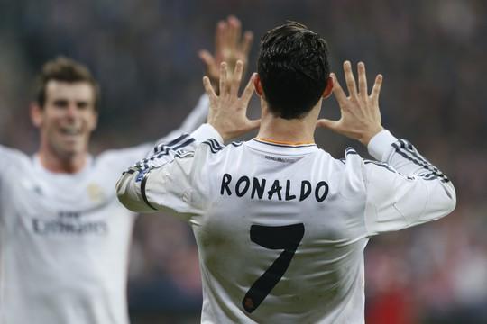Ronaldo ăn mừng cùng Bale