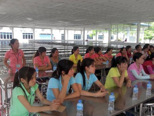 Công nhân Công ty Triple đối thoại với ban giám đốc tại hội nghị người lao động