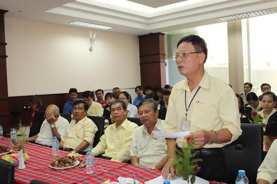 Người lao động đề đạt nguyện vọng tại hội nghị người lao dộng