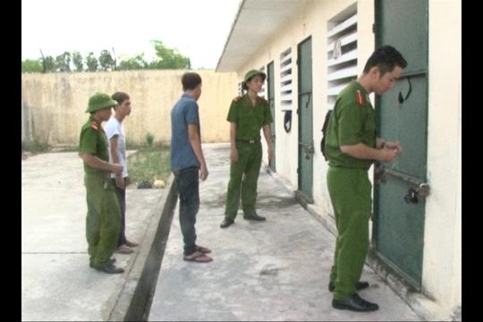 Các đối tượng được đưa vào trại tạm giam