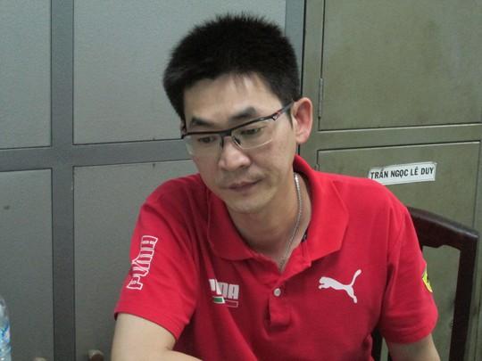 Hseih Ming Chi (tên Việt Nam là Lực) tại công an.