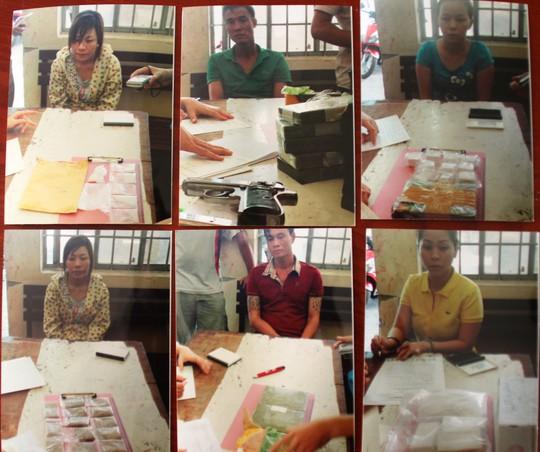Sáu đối tượng trong đường dây mua bán trái phép chất ma túy cùng tang vật bị Công an quận Bình Thạnh – TP HCM bắt giữ.