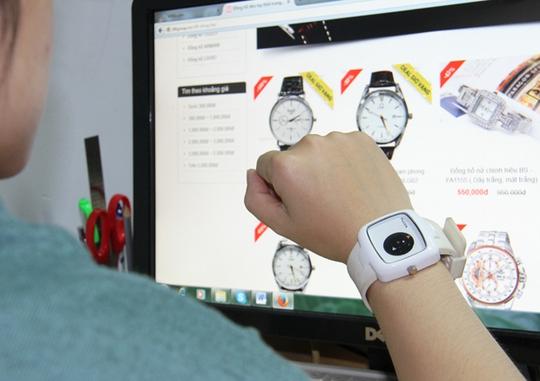 Dễ dàng tìm mua đủ loại đồng hồ thời trang trên mạng. Ảnh: Thu Vân