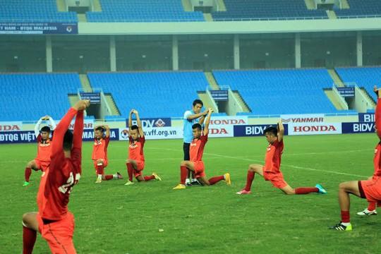 Các cầu thủ Việt Nam trong buổi tập trước trận gặp Malaysia