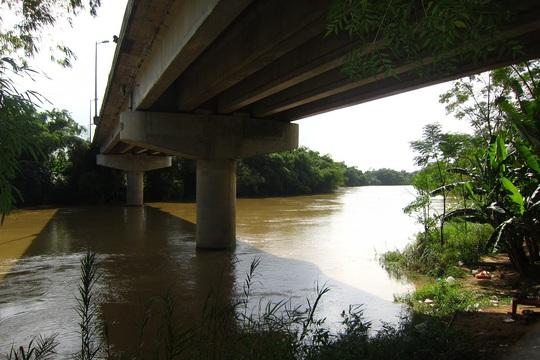 Cầu Vĩnh Điện, nơi nữ sinh nhảy xuống sông tự tử