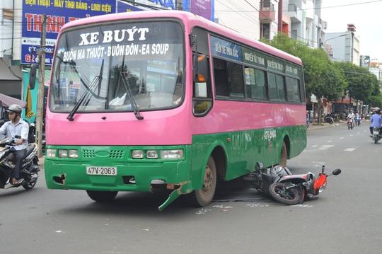 Hiện trường vụ tai nạn khiến một nữ sinh phải nhập viện