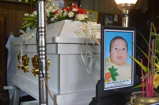 Bé 2 tháng tuổi tử vong sau khi tiêm vắc-xin, trạm y tế không báo cáo