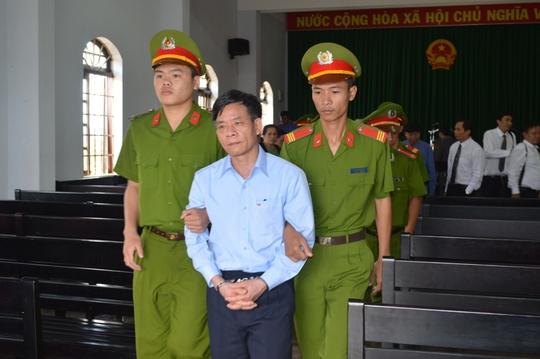 Đây là lần đầu tiên tại tòa Vũ Việt Hùng rơm rớm nước mắt