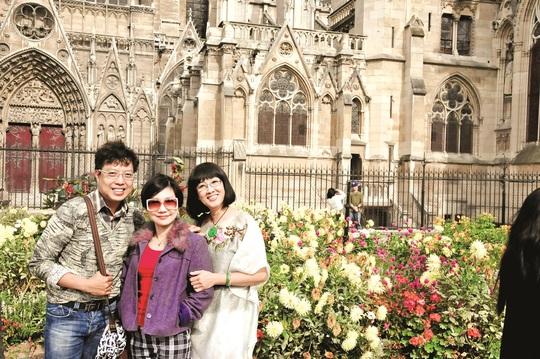 Nhà báo Thanh Hiệp, NSƯT Thanh Kim Huệ và nghệ sĩ Hà Mỹ Xuân tại Pháp
