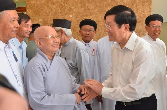 Chủ tịch nước gặp gỡ các ủy viên Ủy ban MTTQ TP HCM.