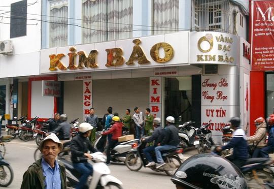 Tiệm vàng Kim Bảo nơi bị kẻ gian đột nhập lấy đi một số người lớn vàng bạc