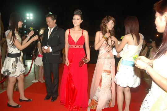 Thanh Phương đến tham dự Lễ trao Giải Mai Vàng 2007