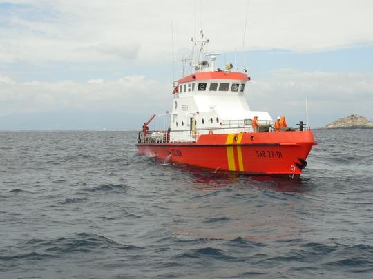 Tàu của lực lượng chức năng lên đường tìm kiếm các nạn nhân