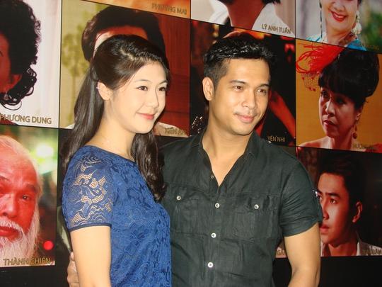 Trương Thế Vinh và người yêu trong buổi ra mắt phim