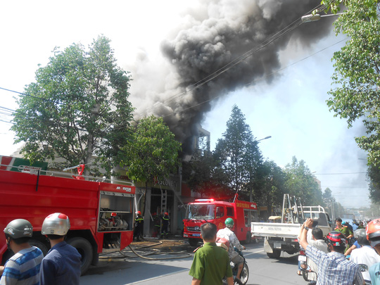 Cháy lớn tại bar Discovery ở Biên Hòa