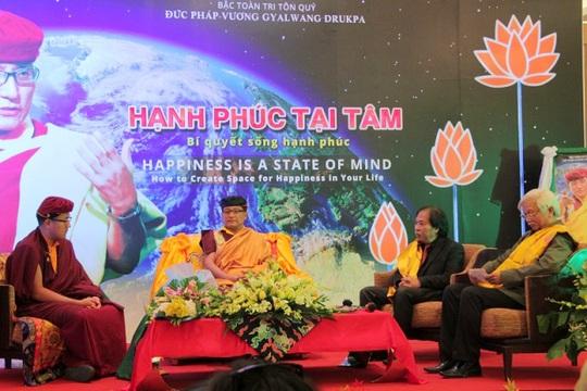 Đức Pháp Vương Gyalwang Drukpa (thứ 2 từ trái qua)