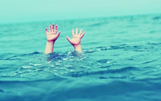 Rủ nhau đi bơi, 2 sinh viên chết đuối thương tâm