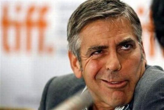 Diễn viên George Clooney và HLV Mourinho (ảnh dưới)