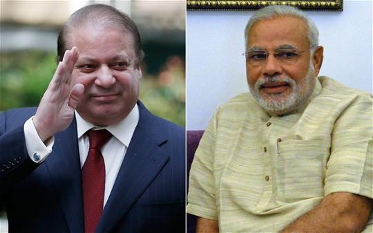 Thủ tướng Pakistan Nawaz Sharif (trái) nhận lời mời tham dự lễ nhậm chức của Tân thủ tướng Ấn Độ Narendra Modi (phải). Ảnh: AP
