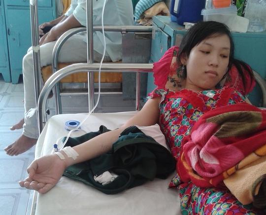 Nữ sinh viên T.X.T bị rắn cắn đang nằm điều trị tại BV Quân y 121