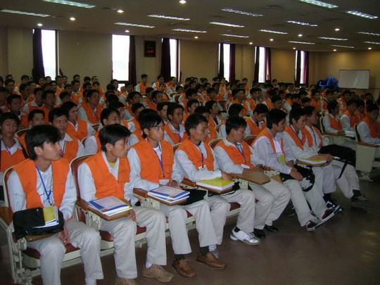 Người lao động tham gia một kỳ thi tiếng Hàn