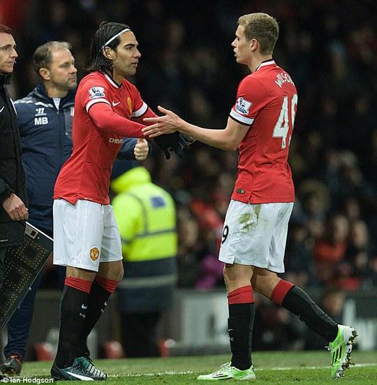 Falcao dự bị cho tiền đạo trẻ James Wilson trogn trận M.U thắng Stoke City