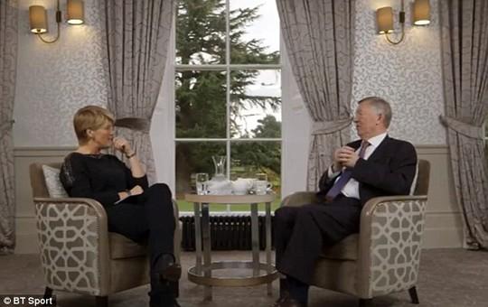 Ông Ferguson trò chuyện với phóng viên truyền hình BT Sports