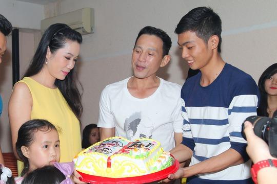 Bánh kem của các học trò tặng Trịnh Kim Chi và các thầy cô