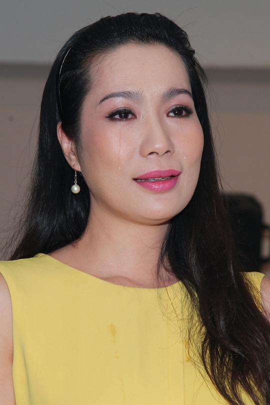 Trịnh Kim Chi bật khóc