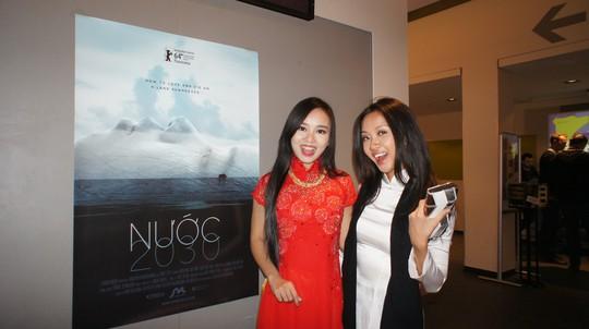 Diễn viên Quỳnh Hoa (trái) và Suboi tại Liên hoan phim.