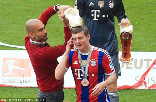 Toni Kroos trong ngày đăng quang của Bayern Munich