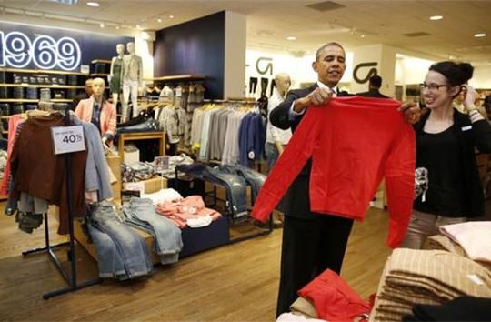 Tổng thống Obama gây chú ý tại tiệm thời trang nữ