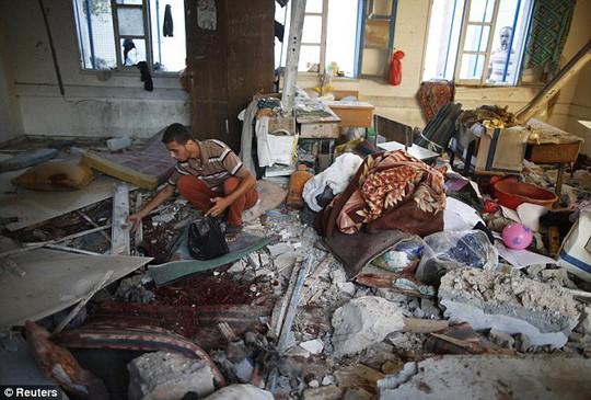 Ngôi trường trúng đạn pháo hôm 30-7, khiến ít nhất 20 người thiệt mạng... Ảnh: Reuters