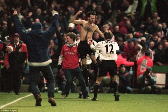 Giggs năm 1999, thời điểm cùng M.U giành cú ăn ba lịch sử