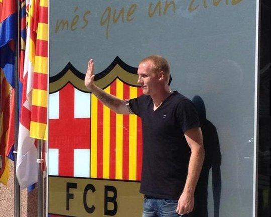 Jeremy Mathieu trong buổi ra mắt CLB Barcelona