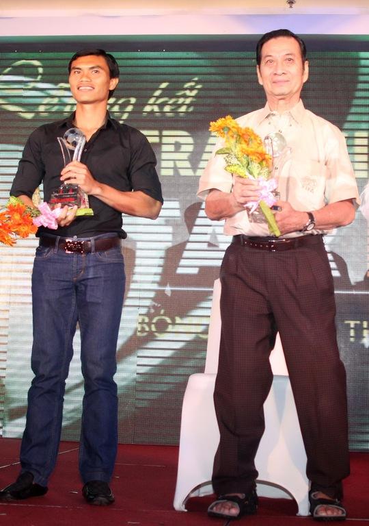 Cựu danh thủ Phạm Huỳnh Tam Lang trong buổi trao giải thưởng Fair-Play năm 2013, thời điểm ông đã yếu sức