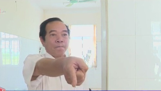 Ông Phạm Văn Phan, Giám đốc Bệnh viện huyện Lương Tài đã cản trở phóng viên trong khi có biểu hiện say rượu