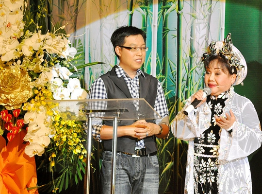 NSND Ngọc Giàu trong chương trình Đồng hành với giải Mai Vàng của báo NLĐ (ảnh Nguyễn Hữu)