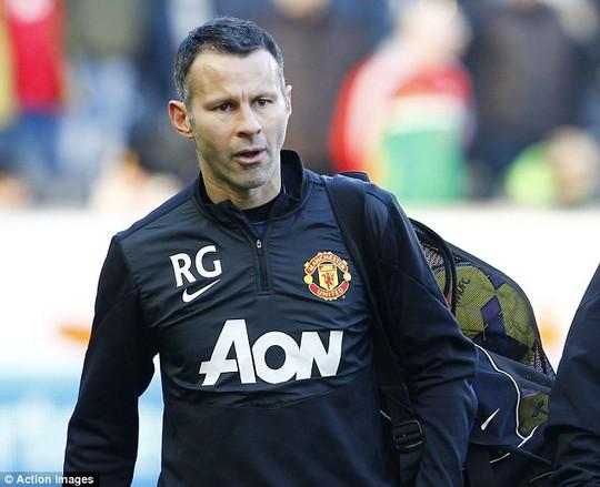 Giggs có cơ hội làm việc chung với đồng đội cũ Roy Keane