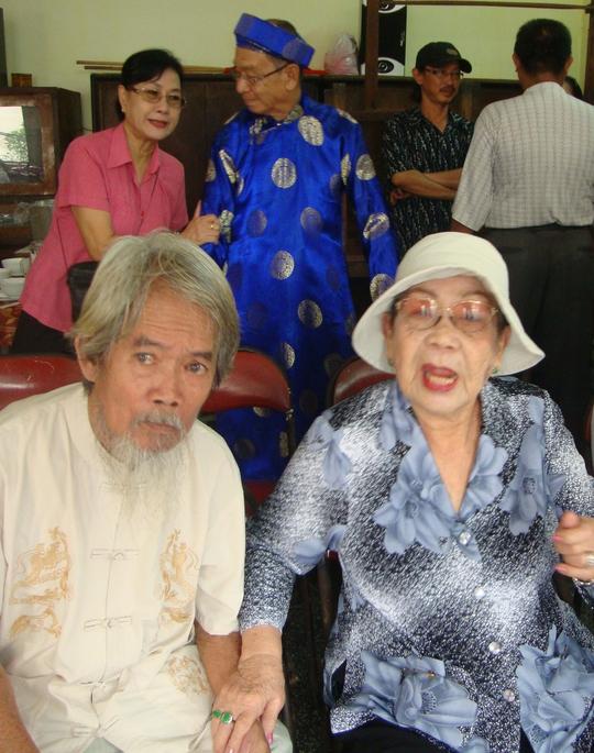 Bà bầu Kim Chưởng khi tại thế và NSND đạo diễn Huỳnh Nga.
