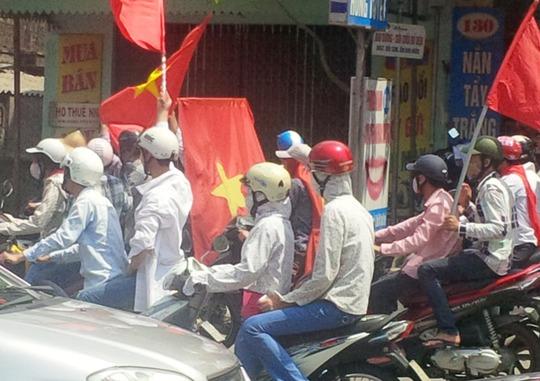 Thanh niên chạy xe ở TP Hải Phòng sáng 15-5 ôn hoà phản đối giàn khoan Hải Dương 981 của Trung Quốc