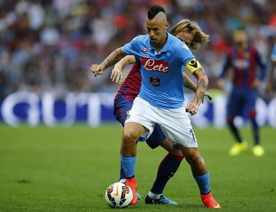 Hamsik suýt ghi bàn cho Napoli