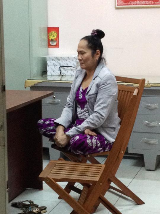 Tại trụ sở công an Phường 2 (q. Phú Nhuận) bà Nguyễn Thị Hậu quanh co chối tội.