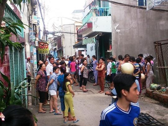 Rất nhiều người dân trong hẻm 231 Bình Tiên, phường 8, quận 6 – TP HCM, vẫn chưa hết bàng hoàng trước vụ yêu đơn phương, giết người tình trong mộng.