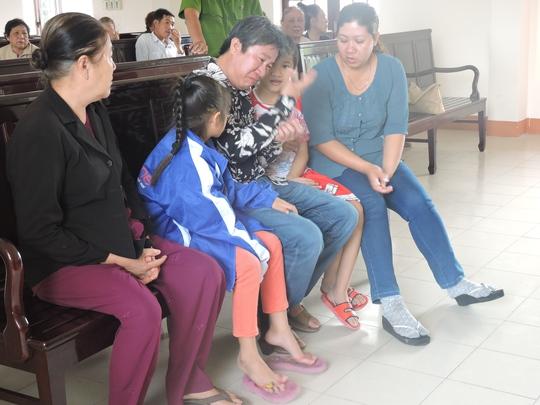 Bị cáo Nhàn rất hối hận vì để lại gánh nặng cho mẹ và vợ
