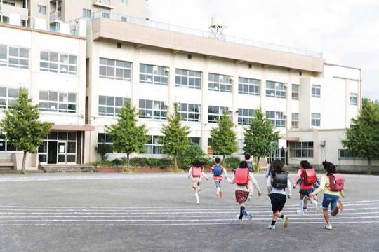 B-school đáp ứng hầu hết các nhu cầu tài chính cơ bản của trường học