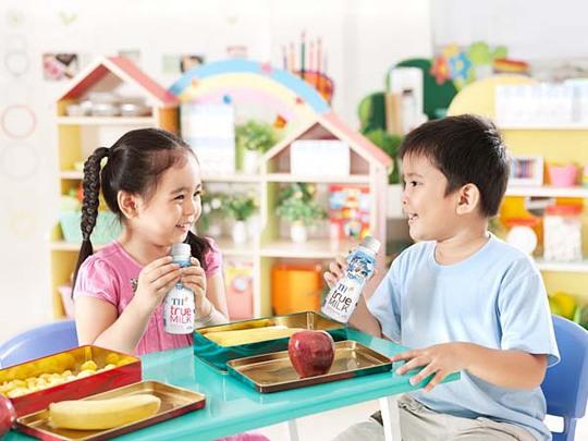 TH làm sữa công thức cho trẻ em